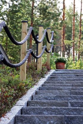 Rinnetonttien pihasuunnitteluun kuuluvat portaat