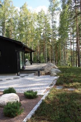 Hyvin suunniteltu piha sulautuu saumattomasti arkkitehtuuriin ja ympäristöön
