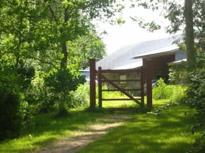 133-3386Portti tekee luonnomaisemasta puiston. Huovilanpuisto, Kärkölä