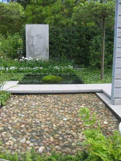 153-5324Saniaisten ja sammalen käyttö varjon puutarhassa on trendikästä. maanpeittoperennana taponlehti. Botaniska trädgård, Göteborg